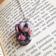 🐾#catfood #foot #handmadejewelry #polskamarka #naszyjnik #wisiorek #niezchinzpasji #modelina #fimojewelry #mosweetfactory #fimo #creative #wip #polymerclay #clay #handmade #etsy #art #sculpture #ooak #originalart #jewellery #charms #creature #polishbrand #kawaii #necklace #pendant #catjewelry #cat
