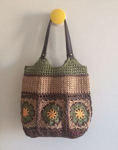 Raffia square african flower bag.