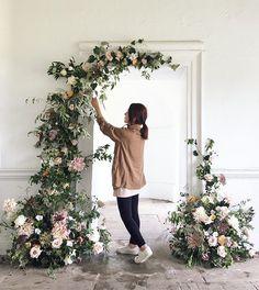 Ideas For Wedding Reception Decorations Backdrops Flower Floral Arch, Deco Floral, Floral Design, Floral Backdrop, Backdrop Ideas, Backdrop Decor, Backdrop Design, Wedding Ceremony Backdrop, Ceremony Decorations
