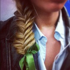 Green bow and fishtail. Messy Hairstyles, Pretty Hairstyles, Hair Heaven, Golden Hair, Let Your Hair Down, Gorgeous Hair, Beautiful, Fishtail, My Hair