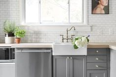 Best Paint Colors For Kitchen Cabinets And Bathroom Vanities mid gray cabinets - best paint shades of paint of kitchen cabinets Kitchen Cupboard Designs, Kitchen Designs Photos, Country Kitchen Designs, Kitchen Cabinet Colors, Painting Kitchen Cabinets, Kitchen Layout, Kitchen Colors, Cabnits Kitchen, Kitchen Paint