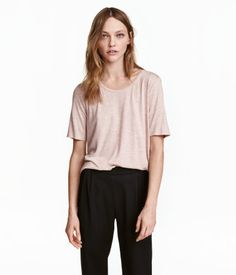 Light pink melange. Straight-cut, short-sleeved top in viscose jersey with a rounded hem.