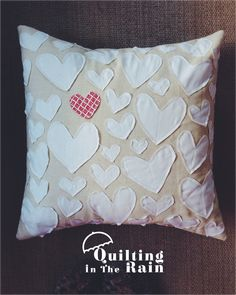 Moda Bake Shop: Applique Hearts Pillow   @ModaFabrics