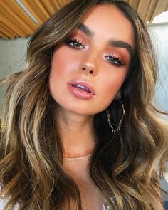 Warm brown Smokey eyeshadow look with glowing bronzed make-up look . - lace - Warm brown smokey eyeshadow look with glowing bronzed make-up look …, - Eye Makeup Tips, Beauty Makeup, Makeup Ideas, Flawless Makeup, Dewy Makeup Look, Natural Dewy Makeup, Makeup Tutorials, Makeup Inspo, Makeup Products
