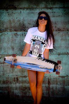 Girls Skate, Surf Girls, Vans Girls, Skates, Model Beach, Skate Style, Skateboard Girl, Estilo Fashion, Dress For Success