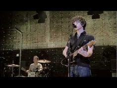 Arctic Monkeys- Do me a Favour (live at the Apollo)
