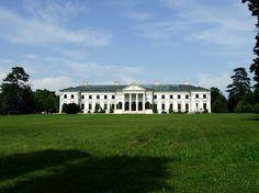 A hatalmas kastély volt már szálló is, ma pedig üresen áll Hungary, Mansions, House Styles, Travel, Home Decor, Castles, Viajes, Decoration Home, Manor Houses