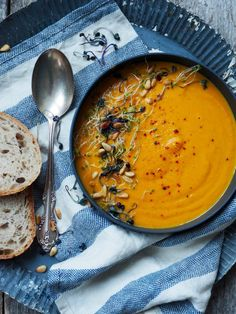 One pot wonder - lettvint gryterett - Mat På Bordet Low Carb Recipes, Soup Recipes, Vegan Recipes, Carrot Soup, Seasonal Food, I Love Food, Soups And Stews, Vegan Vegetarian, Healthy Eating