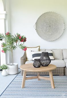 Superb year round outdoor patio furniture for your cozy home Outdoor Rooms, Outdoor Living, Summer House Interiors, Living Room Decor Inspiration, Favorite Paint Colors, Room Tour, Baskets On Wall, Bricks, Backyard