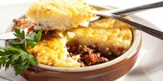 Traditional Shepherds Pie Recipe is a delicious and comforting alternative to the more popular Corned Beef and Cabbage meal. Traditional Shepherds Pie, Canadian Food, Canadian Recipes, Cottage Pie, Carne Picada, Grass Fed Beef, Sunday Roast, Rind, Ground Beef Recipes