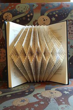 Plegado libro arte diseño de la pulsera de diamantes por pobop