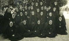 pp. Sacré Coeur  Congregation of the Sacred Heart of Jesus - Sacred Heart (RSCJ)   Societas Sacri Cordis Iesu    Date and place of foundation:  1800 years - France Founder: St. Madeleine Sophie Barat