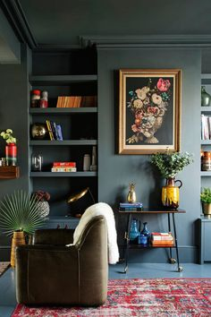 31 trendy living room colors with dark furniture farrow ball Living Room Green, Paint Colors For Living Room, New Living Room, Bedroom Green, Cozy Living, Dark Grey Walls Living Room, Living Room Decor Purple, Light Bedroom, Dark Furniture