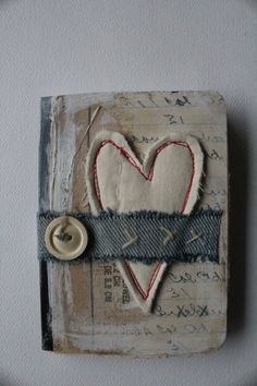 heart mini journal-nellie wortman - using fabric and buttons - inspiration ***m.map diff. cover ideas/bindings?