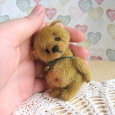 Handmade Teddy Bears and Artist Bears - Thousands of collectable bears displayed by the artists themselves. My Teddy Bear, Cute Teddy Bears, Teddy Bear Pictures, Teddy Toys, Charlie Bears, Bear Art, Cute Little Things, Arts And Crafts Supplies, Felt Animals