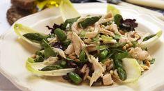 Grønn salat med kylling, asparges og pinjekjerner - Sunn - Oppskrifter - MatPrat