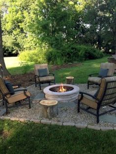 We did all the research for you, putting together a nice gallery where you can find the very best backyard fire pit ideas for your perfect backyard design. Diy Fire Pit, Fire Pit Backyard, Backyard Patio, Backyard Landscaping, Landscaping Ideas, Backyard Ideas, Make A Fire Pit, Pavers Patio, Small Fire Pit