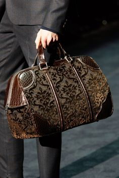 Love this !!! Carpet bags in the menswear shows in Milan