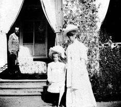 tsar nicholas II, grand duchess anastasia and tsarina alexandra in massandra.