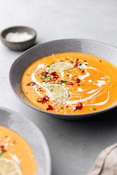 Sopa tailandesa de camote y zanahoria , Sweet Potato Carrot Soup, Vegan Carrot Soup, Vegan Soups, Sweet Soup, Carrot Ginger Soup, Thai Carrot Soup, Fresh Potato, Thai Soup, Healthy Soup Recipes