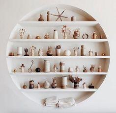 Zoom on kitchen trends 2018 - My Romodel Ceramic Cafe, Ceramic Shop, Cafe Shop Design, Store Design, Bathroom Wall Decor, Room Decor Bedroom, Kitchen Trends 2018, Shelving Design, Deco Boheme