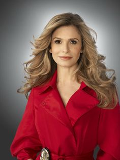 Ribbit ! Ribbit ! I'm a frog ! Kyra Sedgwick  is so beautiful ! She's pretty enough to be a princess ! If she kissed me, I'd turn into a prince !
