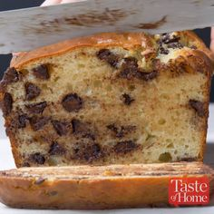 One-Bowl Chocolate Chip Bread - Food & Drink ideas - Homemade Bread Baking Recipes, Cookie Recipes, Dessert Recipes, Easy Recipes, Healthy Recipes, Recipes For One, Oreo Dessert, Free Recipes, Chocolate Chip Bread
