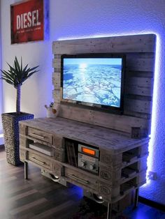 Meuble TV palette: - meuble paletteMeuble TV palette: - meuble ideas for wooden pallet projects TV stand Diy ideas for wooden pallet projects TV stand Diy Tv, DIY Ideas Pallet Projects Pallet Furniture Tv Stand, Upcycled Furniture, Furniture Projects, Pallet Chair, Pallet Tv Stands, Pallet Benches, Pallet Tables, Outdoor Pallet, Furniture Websites
