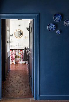 terra cotta tiles | blue walls with blue plates. / sfgirlbybay