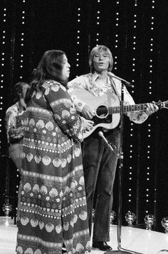 """""""Mama"""" Cass Elliott and John Denver perform on the television show """"The Midnight Special"""" - August 1972  Photo: Gary Null/NBC/NBCU Photo Bank via Getty"""