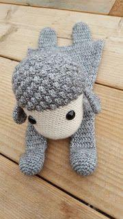 Learn how to make this giant rug XL Woven in Crochet with Trapillo ★★★ â . Crochet Sheep, Crochet Diy, Crochet Basket Pattern, Crochet Granny, Crochet Dolls, Crochet Bikini, Crochet Patterns, Baby Lovey, Soft Dolls