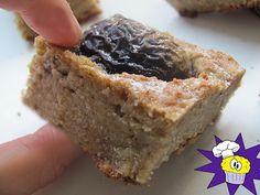 szilvas-turos-pite Naan, Banana Bread, Cookies, Desserts, Food, Tailgate Desserts, Biscuits, Deserts, Essen