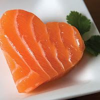 Looking to make healthy changes to your diet? Salmon is one of the best fish you can select. Chock full of bone-boosting Vitamin D and heart-healthy Omega 3 Fatty Acids, salmon is known as a Superfood. Heart Healthy Recipes, Diet Recipes, Salmon Recipes, Healthy Heart, Easy Recipes, Seafood Diet, Seafood Menu, Blood Pressure Diet, Cholesterol Diet