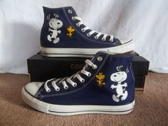 Snoopy - Converse Sneakers Cool Converse, Custom Converse, Converse Sneakers, Converse All Star, Custom Shoes, Vans, Painted Canvas Shoes, Painted Sneakers, Sock Shoes