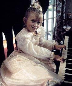 Ashley Mary Kate Olsen, Ashley Olsen, Olsen Sister, Olsen Twins, Pictures Of Mary, Michelle Tanner, Small Wonder, It Takes Two, Kids Room Design