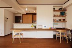 キッチンカウンター スタディコーナー Japanese Home Decor, Japanese House, Kitchen Dining, Dining Room, Interior Architecture, Interior Design, Apartment Design, Ideal Home, Sweet Home