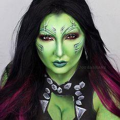 Pin for Later: Wicked Makeup Transformations to Inspire Your Halloween Costume Gamora Amazing Halloween Makeup, Halloween Kostüm, Halloween Cosplay, Halloween Face Makeup, Jordan Hanz, Gamora Costume, Galaxy Makeup, Scary Makeup, Sfx Makeup