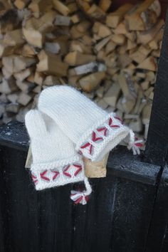 Knit Mittens, Knitting Accessories, Sewing Hacks, Christmas Stockings, Knitting Patterns, Diy And Crafts, Knit Crochet, Projects To Try, Quilts