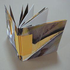 Making Handmade Books: Instructions: Flat-Style Australian Reverse Piano Hinge binding Concertina Book, Accordion Book, Altered Books, Altered Art, Bookbinding Tutorial, Bookbinding Ideas, Origami, Best Book Covers, Handmade Books