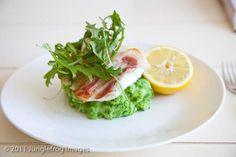 Kabeljauw met doperwtenpuree | simoneskitchen.nl Scampi, Lettuce, Avocado Toast, Vegetables, Cooking, Breakfast, Kitchen, Morning Coffee, Vegetable Recipes