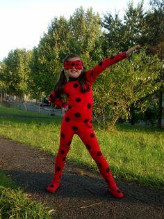 Linda Fantasia da Ladybug ou Cat Noir Miraculous.  OBS.: Valido para no minimo 2 fantasias  Ladybug:  Tecido: Poliamida ( Lycra), de alta qualidade. Ajuda na transpiração do corpo. Composição 80% poliamida e 20% elastano.  Acabamento de alta qualidade.  Inclui: Macacão, máscara, bolsa talismã, pe...