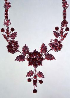 Bohemian garnet necklace, before 1900, 6k gold, Czech garnets