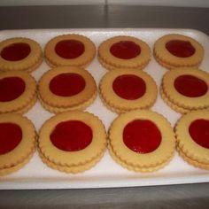 Aprende a preparar galletas con mermelada de fresa light (Fructosa) con esta rica y fácil receta. Incorporar en un bowl todos los ingredientes de las galletitas y...