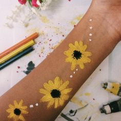 22 Super ideas for body art painting legs yellow - . - Hobbies paining body for kids and adult Leg Painting, Summer Painting, Painting Tattoo, Belly Painting, Paintings Tumblr, Cute Paintings, Body Painting Tumblr, Hand Kunst, Skin Paint