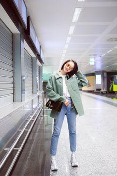 Ulzzang Fashion, Kpop Fashion, Fashion Pants, Korean Fashion, Girl Fashion, Airport Fashion, Victoria Fx, Victoria Song, Korean Casual Outfits