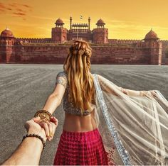 Red Fort, Delhi Girl Who Leads Photographer-Boyfriend Around The World Visits India. The Photos Are Spellbinding Murad Osmann, Photo D Art, Visit India, Travel Couple, Girl Travel, Travel Trip, Travel Goals, Harpers Bazaar, Photography Poses