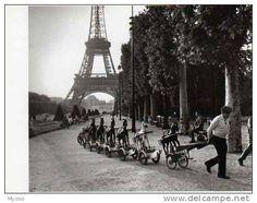 DOISNEAU La Cavalerie du Champ de Mars Paris 1969 Nouvelles Images 1988 PH 500, chevaux de bois, tour eiffel