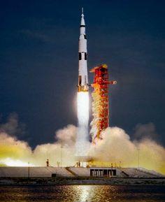 messenger spacecraft lift off - 600×737