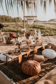 Boho wedding picnic table styled by Butler & White. Florals by Sass Flower. Moroccan styling and furniture. Photography by Nataly J. Fall Picnic, Garden Picnic, Backyard Picnic, Picnic Set, Picnic Time, Beach Picnic, Picnic Parties, Picnic Ideas, Picnic Decorations