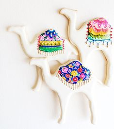Customized, hand-painted sugar cookies in your choice of bohemian shapes and designs. (no bake christmas cookies hands) Summer Cookies, Fancy Cookies, Cute Cookies, Iced Sugar Cookies, Royal Icing Cookies, Iced Biscuits, Paint Cookies, Galletas Cookies, Cookie Designs
